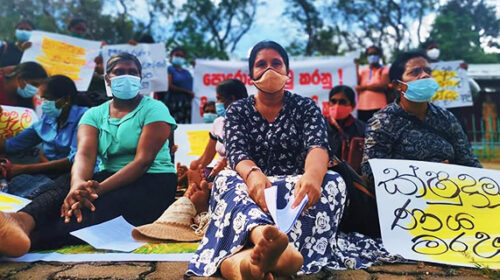 Microfinance victims in Hingurakgoda temporarily abandon protest
